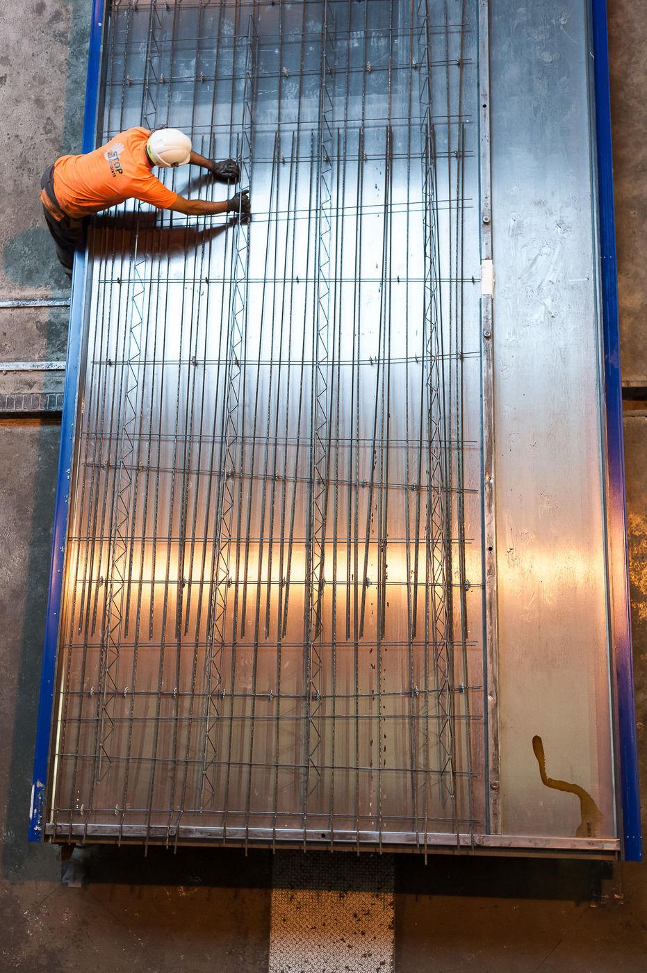 Berre-L'etang (13) : fabrication de dalles et poutres en béton à l'usine Rector